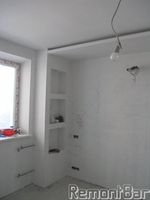 Шпатлевание стен и потолка производим после выполнения электромонтажных работ и выстраивания конструкций из ГКЛ (короба и потолок)