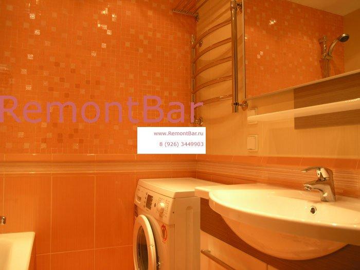 При укладке мозаики на стене ванной комнате вместо плиточного клея мы использовали затирку на цементной основе