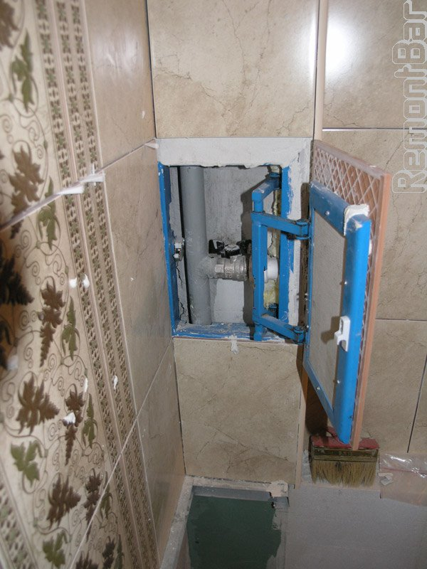 Лючок в коробе в ванной