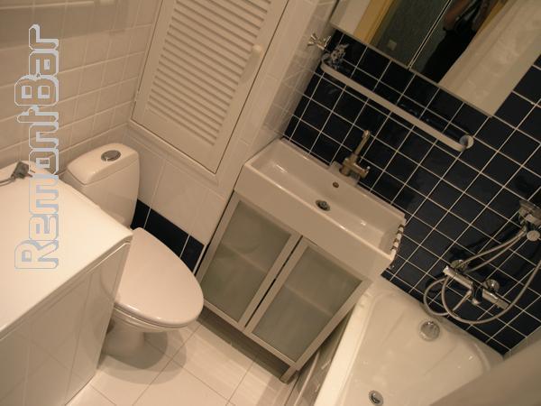 Герметичность соединения ванны со стеной обеспечена исключительно качественным прозрачным силиконовым герметиком, которым тщательно заделан стык.