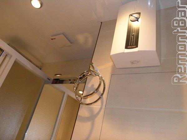 Реечный потолок, в который смонтирована вентиляция и точечные светильники
