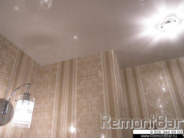 Натяжной потолок в ванной комнате, ремонт которой произведен мастером RemontBar/
